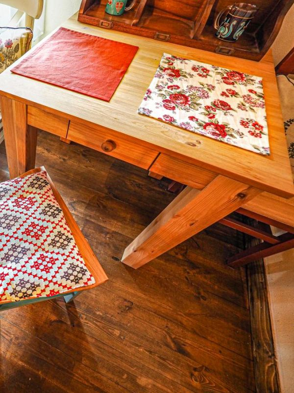 Table made-uri florale