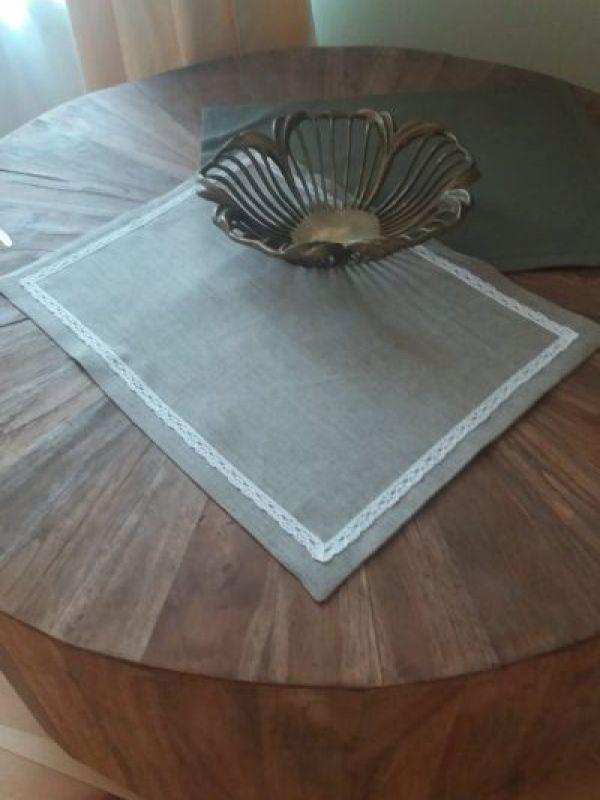 Table made cu dantelă
