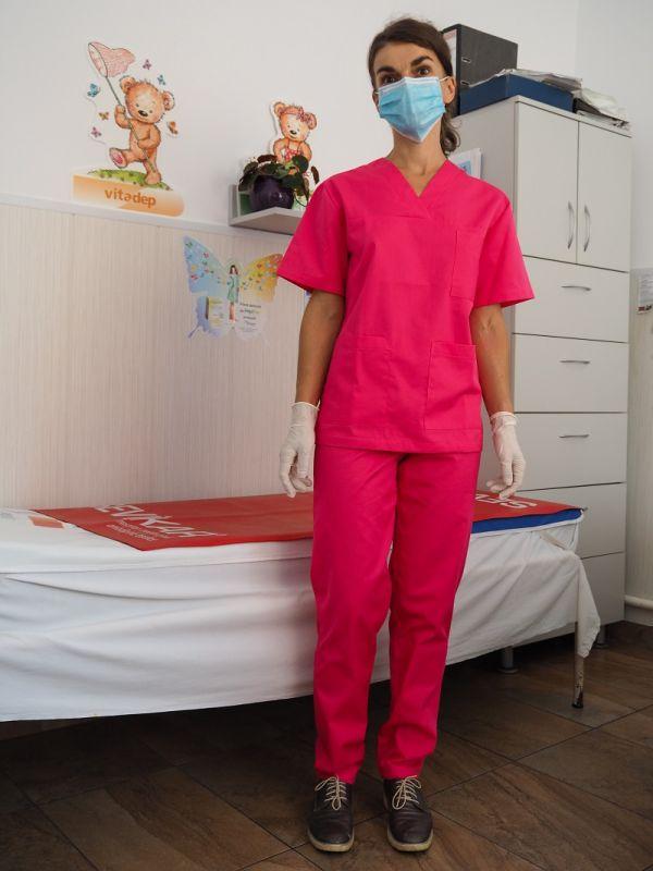 Uniformă medicală roșie
