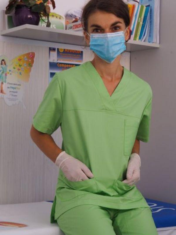 Uniformă medicală verde